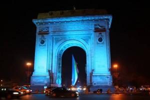 Arcul-de-Triumf-iluminat-in-albastru