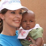 UNICEF-Romania-Copyright-calinvrabie.com-Andreea-Marin-Banica-with-baby