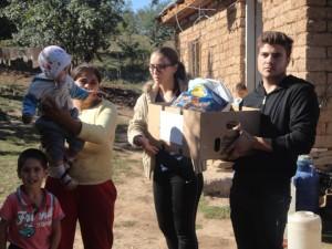 7 - Impactii din Harlau ajuta familii defavorizate